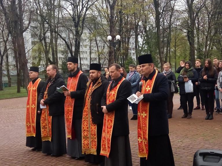 Хресна дорога для молоді відбулася в Івано-Франківську (фоторепортаж)